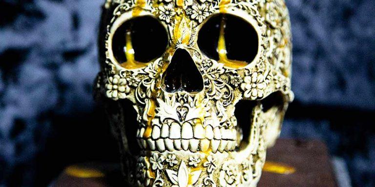 Big yellow skull at the Spellcaster escape room at Locktopia Houston